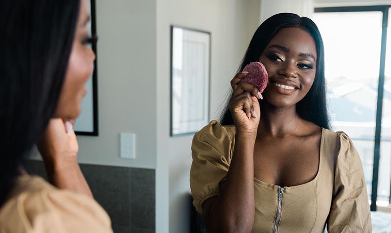 Woman sewing santé by ENJO
